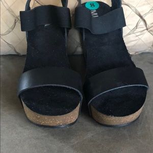 "Never worn Mia platform sandals 4"" heels size 8"